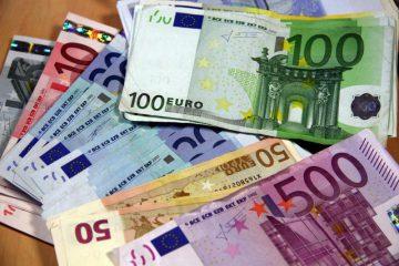 Billets en euros pour je veux travailler